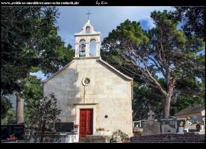 Rt Tekla mit Kirche Sv. Tekla und dem Friedhof